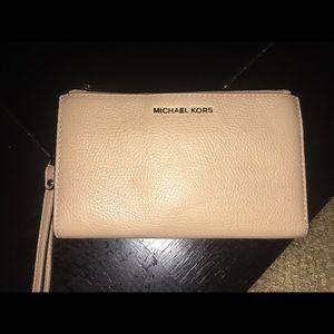 Michael Kors butternut wallet